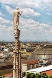 Estatuas exteriores de la decoración de Milan Cathedral Duomo di Milano, Italia imagen de archivo