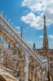 Estatuas exteriores de la decoración de Milan Cathedral Duomo di Milano, Italia fotos de archivo