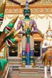 Estatuas fuera del templo foto de archivo