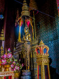 Estatuas permanentes de Buda que llevan el ornamental del rey Foto de archivo
