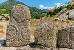 Estatuas prehistóricas en las colinas de Córcega - 4 Fotos de archivo libres de regalías