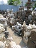 Estatuas religiosas grandes para la venta - mercado antiguo de Panjiayuan imagen de archivo