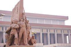 Estatuas revolucionarias en la Plaza de Tiananmen fotografía de archivo libre de regalías