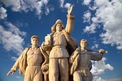Estatuas revolucionarias en la Plaza de Tiananmen en Pekín, China Imagenes de archivo