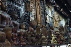 Estatuas tailandesas de la decoración de Buda imagen de archivo libre de regalías