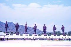 Estatuas tailandesas del rey en Rajabhaktipark imagen de archivo libre de regalías