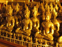 Estatuas Wat Chedi Luang Thailand de Buddga Imagen de archivo