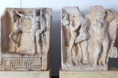 Estatuas y alivios en el museo de los Aphrodisias, Aydin, región egea, Turquía - 9 de julio de 2016 Imagen de archivo libre de regalías