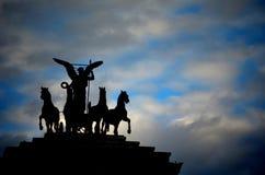 Estatuas y cielo Foto de archivo libre de regalías