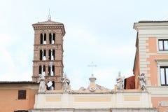Estatuas y cruz foto de archivo