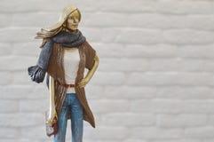 Estatueta à moda da jovem mulher imagens de stock royalty free