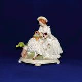 Estatueta antiga da porcelana fotos de stock royalty free