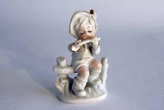 Estatueta da porcelana de um menino imagens de stock royalty free