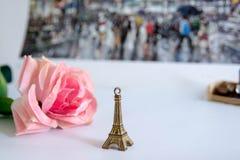 Estatueta da torre Eiffel imagens de stock