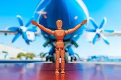 Estatueta de madeira do manequim, do manequim ou do homem do aviador Foto de Stock