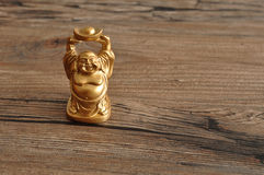 Estatueta de rir a Buda dourada fotos de stock royalty free