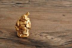 Estatueta de rir a Buda dourada fotos de stock