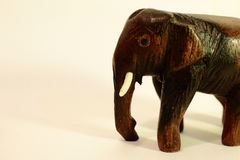 Estatueta do elefante no fundo do marfim Imagem de Stock Royalty Free