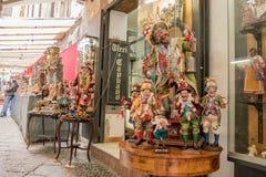 Estatueta famosa do Natal nas nucas foto de stock
