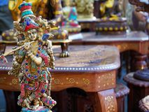 Estatueta indiana Krishna da lembrança com flauta imagem de stock royalty free
