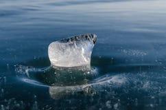 A estatueta o Baical do azul de gelo fez Fotografia de Stock