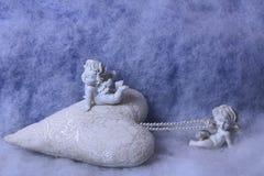 Estatuetas pequenas do anjo Fotografia de Stock Royalty Free