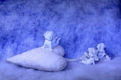 Estatuetas pequenas do anjo Imagens de Stock