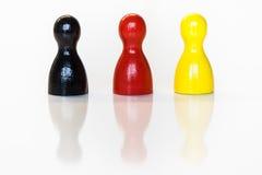 Estatuetas pretas, vermelhas, amarelas do brinquedo Imagem de Stock Royalty Free