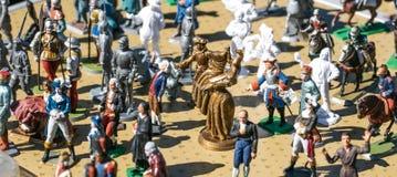 Estatuetas velhas da ligação da Revolução Francesa pintado à mão clássica, venda de garagem fotos de stock