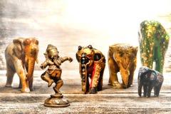 Estatuilla de Ganesh de la deidad hindú en el sueño de elefantes fotos de archivo libres de regalías