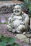 Estatuilla de Hotei alegre. Foto de archivo