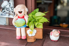 Estatuilla de la sonrisa de la muchacha Foto de archivo libre de regalías