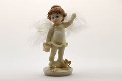 Estatuilla del ángel en el fondo blanco Imagen de archivo