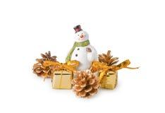 Estatuilla del muñeco de nieve con los regalos Imagen de archivo