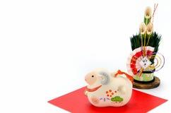 Estatuilla del pino de las ovejas y del Año Nuevo Imágenes de archivo libres de regalías