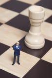 Estatuilla y ajedrez Fotos de archivo