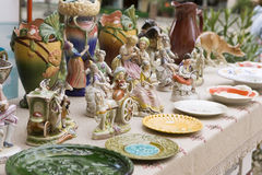 Estatuillas de cerámica del vintage de la gente, al aire libre Fotografía de archivo libre de regalías