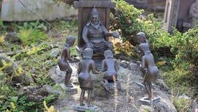 Estatuillas de la gente que vino arquear al rey almacen de video