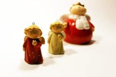 Estatuillas del ángel de la cerámica de la Navidad imagen de archivo libre de regalías