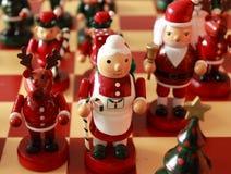 Estatuillas del tablero de ajedrez de la Navidad Imagen de archivo libre de regalías