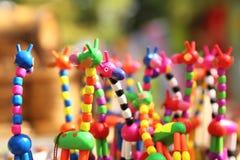 Estatuillas hechas en casa de la jirafa de la diversión en la feria Fotos de archivo
