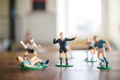 Estatuillas plásticas de jugadores de fútbol Fotografía de archivo libre de regalías