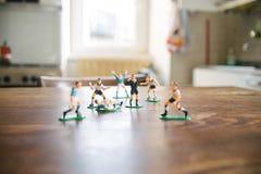 Estatuillas plásticas de jugadores de fútbol Imagenes de archivo