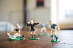 Estatuillas plásticas de jugadores de fútbol Imagen de archivo libre de regalías