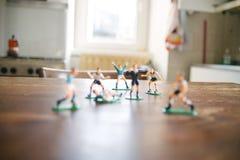 Estatuillas plásticas de jugadores de fútbol Imagen de archivo