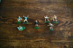 Estatuillas plásticas de jugadores de fútbol Foto de archivo