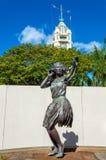 Estatura que afronta a Aloha Tower Imagenes de archivo