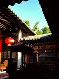 Este é o templo onde os aldeões adoram seus antepassados chine fotos de stock