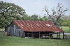 Este celeiro velho foi encontrado em Texas sul fotografia de stock royalty free