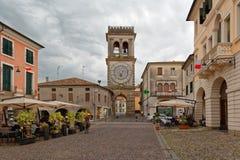 Este, Itália 24 de agosto de 2018: a torre de pulso de disparo no quadrado principal em Este imagem de stock royalty free